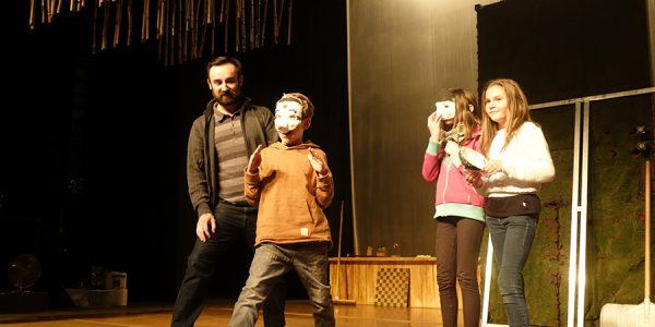 Présentation des masques par les élèves